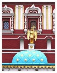 Купол Иверской часовни около Воскресенских ворот, ведущих в Кремль.