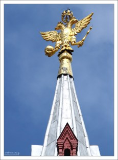 Двуглавый орел на шпиле Исторического музея.