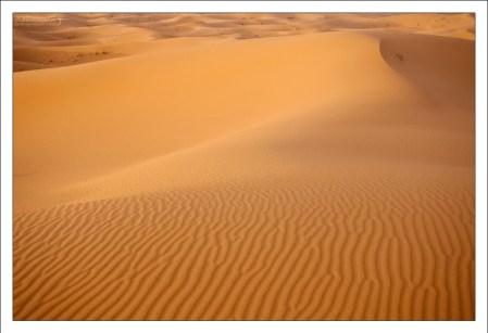 Очень плотный песок на дюне Эрг-Шебби.