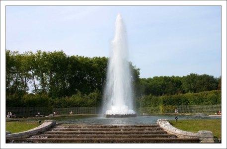 """Фонтан """"Обелиск"""" - прообраз петергофского фонтана «Пирамида»."""