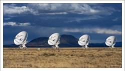 В 2012 году VLA будет преобразован в Расширенный Сверхбольшой массив (Expanded Very Large Array), превышающий текущую чувствительность этой группы антенн в 10 раз.