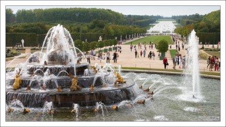 """""""Бассейн Латоны"""" - один из самых известных фонтанов Версаля, иллюстрирующий эпизод из """"Метаморфоз"""" Овидия."""