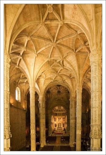 Церковь Св. Марии практически не была разрушена во время знаменитого лиссабонского землетрясения 1755-го года.