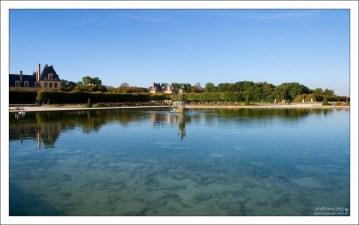 Название «fontaine bleau» означает «чудесный источник».