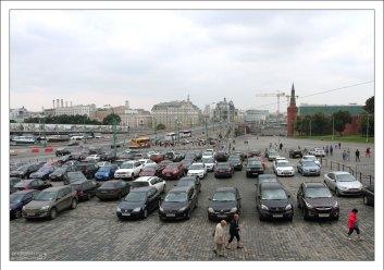 Парковка на Васильевском спуске.