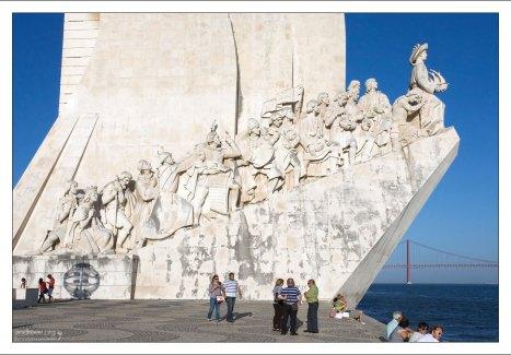 Памятник первооткрывателям во главе с Энрике Мореплавателем.