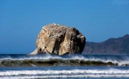 """""""Ведьмина скала"""" Скала расположена примерно в 500 метрах от берега; образовалась во время вулканического извержения."""