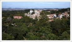 Вид на Синтру с одной из террас парка Кинта да Регалейра.