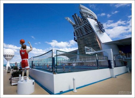 Баскетбольная площадка.