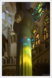 Колонны, поддерживающие свод Саграды Фамилии, уходят в глубину под землю на 20 метров.