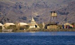 В наши дни на тростниковых островах, которые ежедневно посещают туристы, существует довольно развитая инфраструктура.