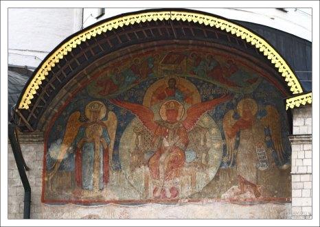 Роспись на восточном фасаде Успенского собора.