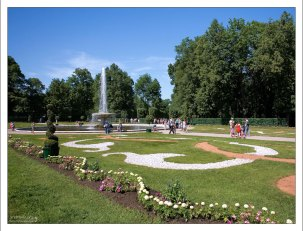 """Итальянский фонтан """"Чаша"""" в Нижнем парке Петергофа."""