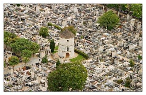 Кладбище Монпарнас - наиболее дорогостоящее во всем городе.