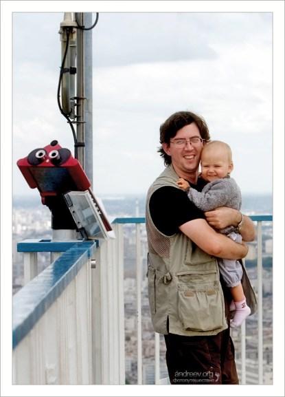 Илья и Сашенька на вершине башни Монпарнас.
