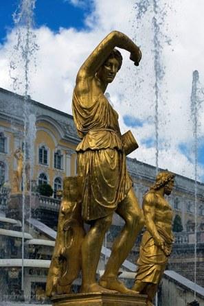 Одна из 255-ти скульптур Большого каскада (18-й век). Нижний парк Петергофа.