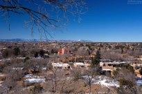 Вид на город с высоты холма в парке Hillside park.