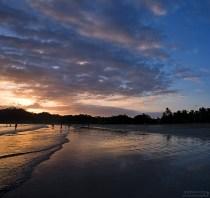 Закатные лучи на пляже в Самаре.