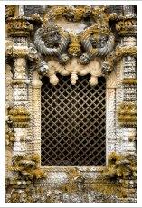 Существует легенда, согласно которой, в оформлении окна зашифрован план мирового господства Португалии :)