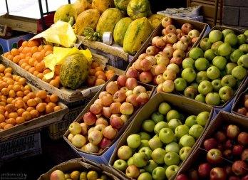 Фруктовая секция рынка в Пуно.
