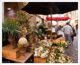 Царство мелких магазинчиков на пешеходной зоне Руана.