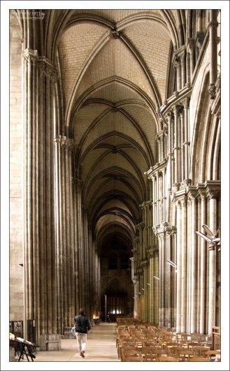 Собору Руанской Богоматери (Cathédrale Notre-Dame de Rouen) более 800 лет.