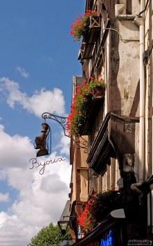 Вывеска ювелирного магазина в Руане.