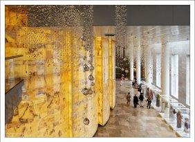 Стены из желтого оникса в Мариинском театре.