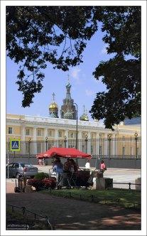Площадь Искусств перед Михайловским дворцом в Центральном районе.