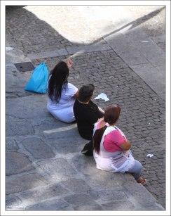 Женщины из района а-ля гоп.
