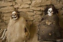 Мумии возрастом около 1000 лет на кладбище Chauchilla Cemetery.