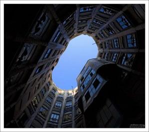 Ла Педрера - здание-метаморф.