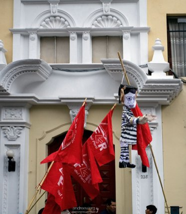 В таком виде перуанцы желают видеть своего президента.