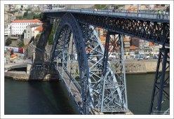 Понте-де-Дон-Луиш (Ponte Luís I) - железнодорожный, автомобильный и пешеходный мост через реку Дору.