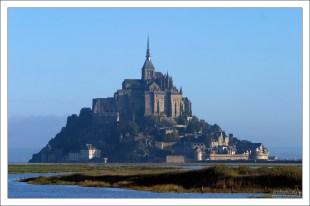 Во Франции Mont St. Michel уступает по популярности только Эйфелевой башне и Версалю.