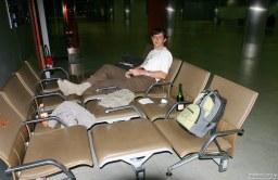 В ожидании рейса. Аэропорт Шарль-де-Голля, Франция.