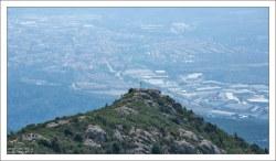 Крест Святого Михаила – покровителя горы.