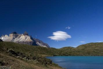 "Рога Los Cuernos и лентикулярное облако с ""ножками""."