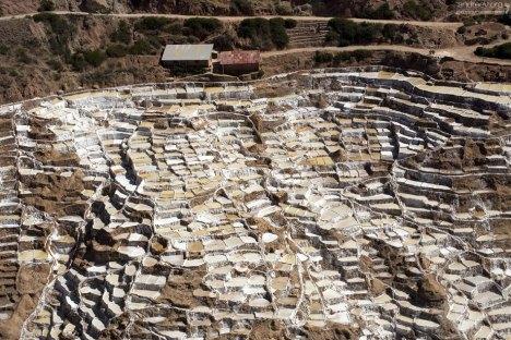 Около 3 тысяч соляных террас.