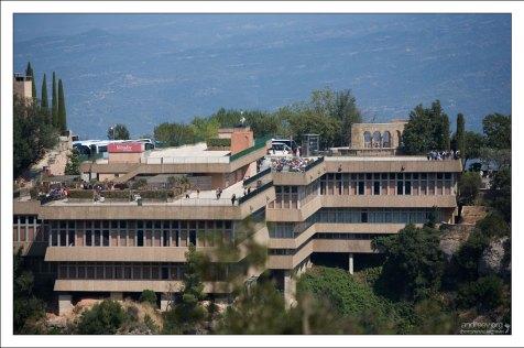 """Ресторан и туристический комплекс """"Mirador del Montserrat""""."""