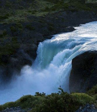 Водяная взвесь на водопадом Salto Grande.