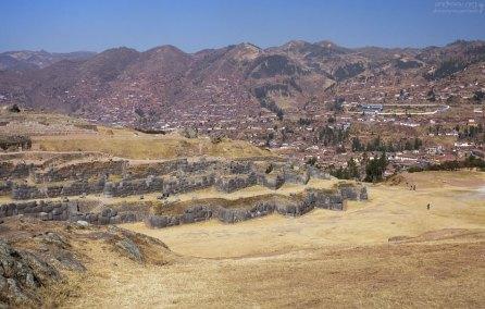 Sacsayhuamán и Куско на горизонте.