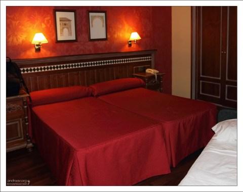 """Отель """"Guadalupe"""" рядом с Альгамброй."""