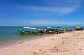 Рыбацкие лодки на пляже в Селестуне.
