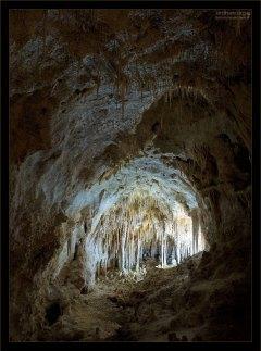 Национальным парком пещеры были объявлены в 1930-м году.