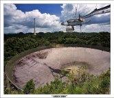 Обсерватория Аресибо в джунглях центрального Пуэрто-Рико. В распоряжении обсерватории находится самый большой радиотелескоп на Земле, тарелка 305 метров в диаметре.
