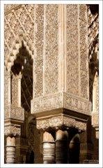 Полностью покрытые резьбой стены Дворца Насридов.