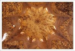 Купол зала Абенсеррахов в частных покоях эмира.