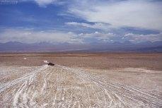 Nissan Terrano на пересечении трех дорог. Salar de Atacama.