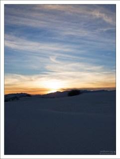 Закат в белых песках.